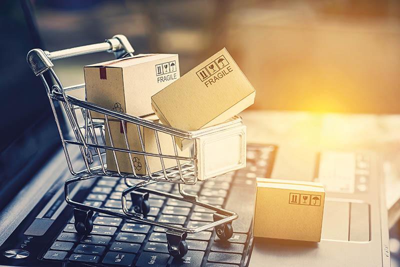 e-commerce-c-iStock-870527480
